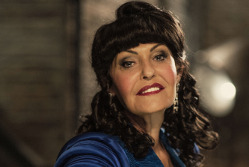 Hilary Devey{{}}