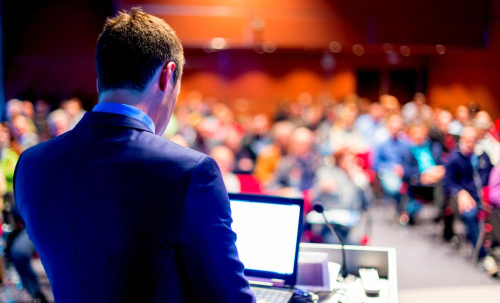 Man speaking to an audience - Business Events Finder