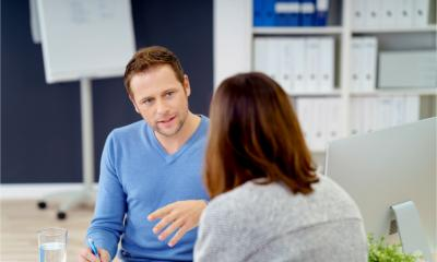 A manager has a meeting with an employee to resolve an HR issue